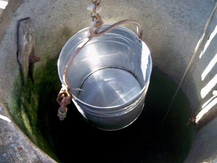 Чистая колодезная вода