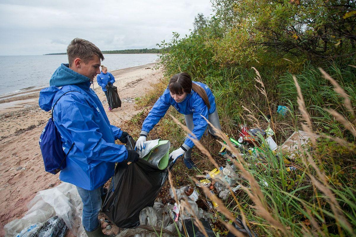 Уборка берегов водоемов от мусора стала одной из тем обсуждения в Минприроды России